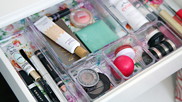 store-makeup-in-drawer